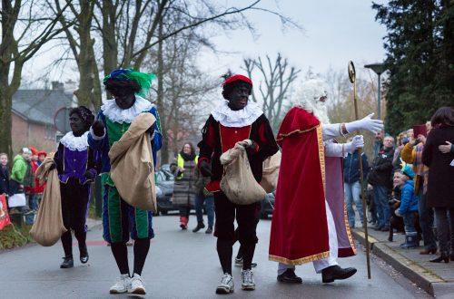 SINTERKLAAS IN WICHMOND Vorig jaar was er iets met de mijter van Sinterklaas... zal zijn aankomst in Wichmond dit jaar wel op rolletjes verlopen??? Kom ook kijken op woensdag 5 december, Sinterklaas wordt rond 8.25 verwacht bij IKC de Garve. Om 9.15 bezoekt Sinterklaas de peuterspeelgroep. Alle peuters uit Wichmond en Vierakker zijn van harte welkom!
